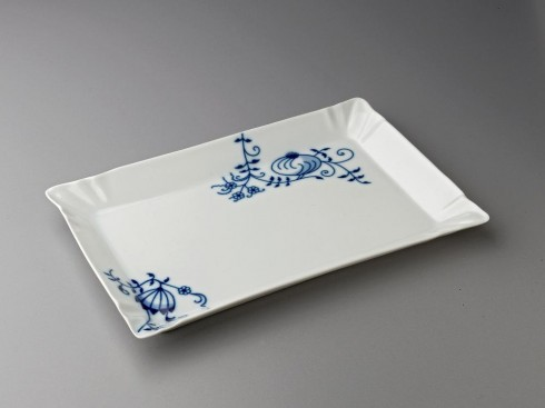 sausage tray | porcelain | fast food | czech design | onion pattern
