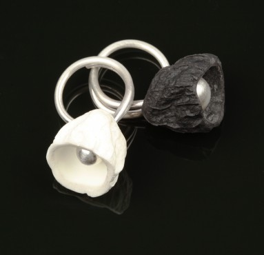 Ring - white and black flower | Hanuš Lamr